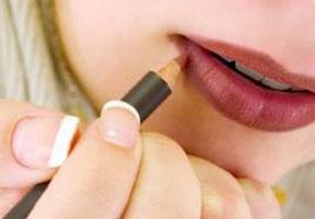 5 Tips Untuk Menjadikan Lipstik Tahan Lama di Bibir