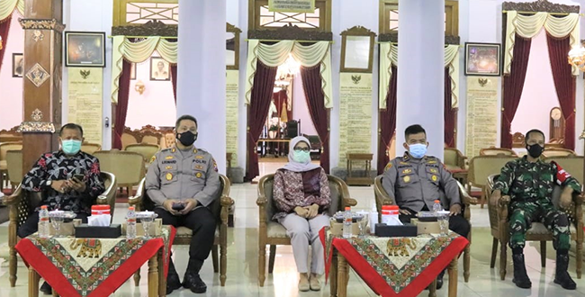 Bupati Blitar, Ikuti Rapat Koordinasi Pengoptimalan PPKM Mikro